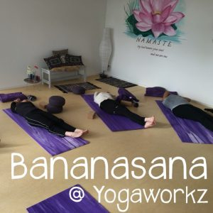 Bananasana yoga door Yogaworkz