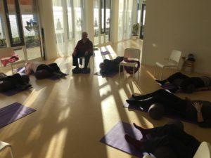 65+ ouderen stoelyoga Yogaworkz Hoofddorp